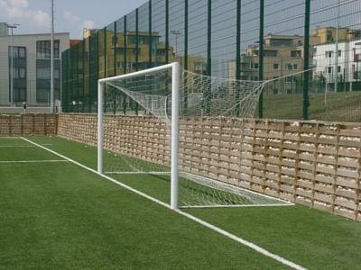 7,32 x 2,44 m-es labdarúgó kapu, alumínium, hüvelyes UEFA elfogadott profil